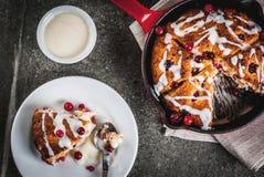 Mirtillo rosso e focaccine al latte arancio Fotografia Stock
