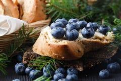 Mirtillo su fondo di legno Antiossidante del mirtillo Concetto per il cibo e la nutrizione sani immagine stock
