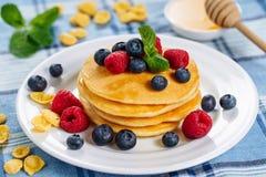 Mirtilo Honey Dessert Stack Brunch da panqueca imagem de stock royalty free