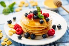 Mirtilo Honey Indulgence Dessert Stack da panqueca fotos de stock