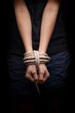 Misbruikte handen van ontvoerd missen, gijzelaar Royalty-vrije Stock Afbeelding