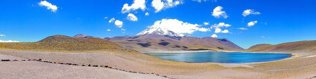 Miscanti盐水湖明白天空 库存图片