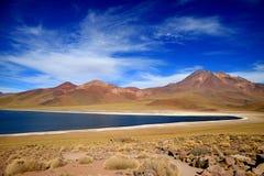 Miscanti sjö, den höglands- sjön på höjden av 4.120 meter ovannämnd havsnivå, nordliga Chile Fotografering för Bildbyråer