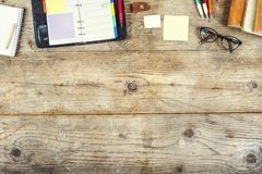 Miscela da tavolino su una tavola di legno dell'ufficio Fotografia Stock