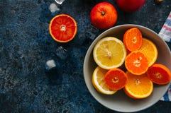 Miscela degli agrumi maturi freschi come arance sanguinelle, mandarini, le Fotografia Stock