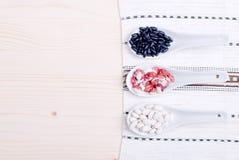 Miscela dei cereali diversi sull'alimento dietetico del bordo Immagine Stock Libera da Diritti