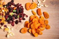 Miscela dei dadi secchi e dei frutti Immagini Stock