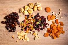 Miscela dei dadi secchi e dei frutti Fotografia Stock