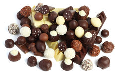miscela dei dolci delle caramelle di cioccolato su bianco Fotografie Stock Libere da Diritti
