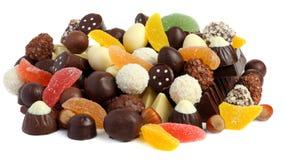 miscela dei dolci delle caramelle di cioccolato su bianco Immagini Stock Libere da Diritti