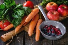 Miscela della frutta, delle verdure e delle bacche Immagini Stock