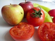 Miscela della frutta e delle verdure fresche Immagine Stock
