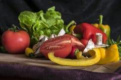 Miscela variopinta della frutta e delle verdure, fondo nero Fotografia Stock Libera da Diritti