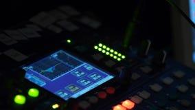 Miscelatore, controllo di audio di alta qualità e volume dell'equalizzatore sul miscelatore Fotografia Stock