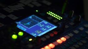 Miscelatore, controllo di audio di alta qualità e volume dell'equalizzatore sul miscelatore Fotografie Stock