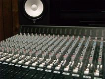 Miscelatore di musica della scheda audio - manopole e cursori Fotografia Stock Libera da Diritti