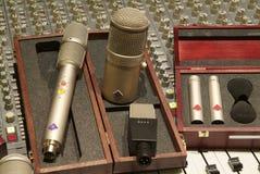 Miscelatore e microfono Fotografia Stock