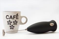 Miscelatore e tazza da caffè neri della batteria Fotografia Stock Libera da Diritti