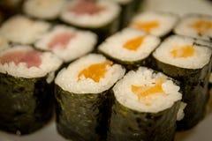 Misch-maki und Sushi am japanischen Restaurant Stockfoto