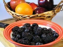 Mischbeeren und Frucht stockfoto
