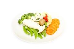 Mischen Sie buntes Gemüse und Kraut auf weißem Hintergrund Stockfotos