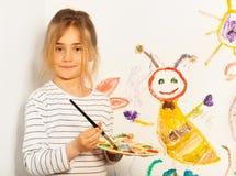 Mischende Farben des jungen Malers auf der Palette Lizenzfreie Stockfotografie