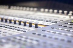 Mischender Schreibtisch des Tonstudios Stockbild
