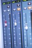 Mischender Schreibtisch des Tonstudios Stockfotos