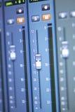 Mischender Schreibtisch des Tonstudios Lizenzfreie Stockbilder