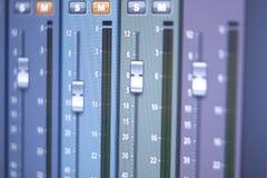 Mischender Schreibtisch des Tonstudios Lizenzfreie Stockfotos