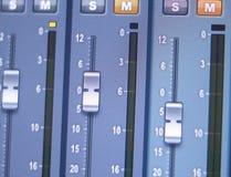 Mischender Schreibtisch des Tonstudios Stockbilder
