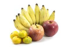 Mischfrüchte auf weißem Hintergrund Stockfotos