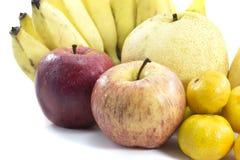 Mischfrüchte auf weißem Hintergrund Stockfoto