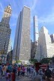 Mischgebrauchs-hohe Aufstiegsgebäude auf 5. Allee, Manhattan Stockbild