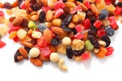Mischnüsse und trockene Früchte Stockbilder