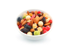 Mischnüsse und trockene Früchte in einer Schüssel Stockbilder