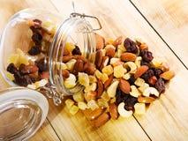 Mischnüsse und Trockenfrüchte Lizenzfreies Stockfoto