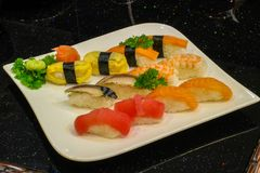 Mischsushi nigiri - japanische Lebensmittelart Lizenzfreies Stockbild