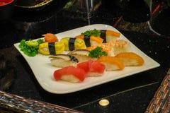 Mischsushi nigiri - japanische Lebensmittelart Lizenzfreie Stockbilder