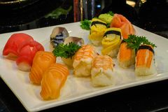 Mischsushi nigiri - japanische Lebensmittelart Lizenzfreie Stockfotos
