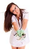 Mischt das medizinische Gesundheitswesenmädchen Doktor, das auf weißem Hintergrund Pilse lokalisiert wird Drogen bei Lizenzfreie Stockfotos