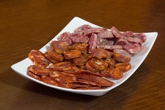 Mischung der spanischen Salami, der Wurst und des Schinkens Stockfotos