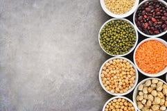 Mischung der trockenen Hülsenfruchtvielzahl, proteinreiche Nahrung des strengen Vegetariers lizenzfreie stockfotografie