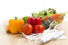 Mischung des Gemüses auf Salat Stockfotos