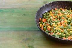 Mischung des Gemüses gebraten in einer Wanne lizenzfreies stockbild