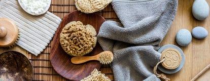 Mischung des Schönheitszubehörs für Dusche oder Bad und Badekurort stockfotografie