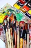Mischung von Aquarellen und von Malerpinseln Lizenzfreie Stockbilder
