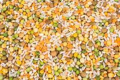 Mischung von Getreide, Erbsen, Linsen, Reis, Gerste stockfoto