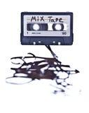 Mischungskassette mit dem Band heraus verschüttet Stockbild