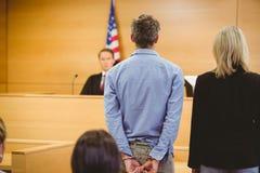 Misdadig wachten voor uitspraak van het Hof stock afbeeldingen